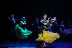 法国黄色玫瑰这法国康康舞这奥地利的世界舞蹈 免版税库存图片