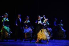 法国黄色玫瑰这法国康康舞这奥地利的世界舞蹈 图库摄影