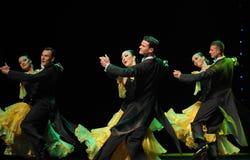 法国黄色玫瑰这法国康康舞这奥地利的世界舞蹈 免版税库存照片