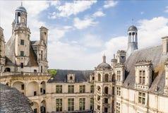 法国 Chambord城堡的庭院与一部螺旋形楼梯的 联合国科教文组织世界遗产名录名单 库存照片