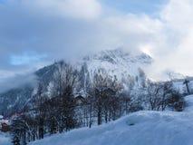 法国Alpes在欧洲 风景-美丽的山在冬天 免版税图库摄影