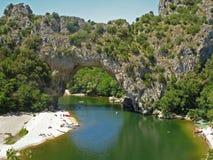 法国Ardeche Pont d'Arc自然桥梁赢得 免版税库存照片
