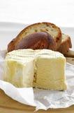 法国charouce干酪和面包 库存图片