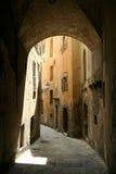 法国grasse中世纪缩小的街道 库存照片