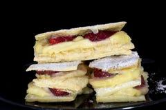法国Mille弗耶蛋糕用新鲜的草莓 免版税图库摄影