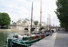 法国neuf巴黎pont河围网 图库摄影