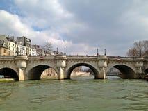 法国neuf巴黎pont 免版税库存照片