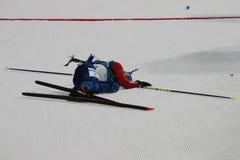 法国R的奥林匹克冠军马丁Fourcade渐近德国的西蒙Schempp赢取两项竞赛人` s 15km许多开始 库存图片