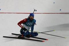 法国R的奥林匹克冠军马丁Fourcade渐近德国的西蒙Schempp赢取两项竞赛人` s 15km许多开始 图库摄影