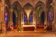 法坛内部彩色玻璃圣徒Severin教会巴黎法国 免版税库存图片
