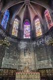 法坛在哥特式教会里 免版税库存图片