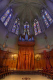 法坛大教堂玻璃雍容被弄脏的器官管 图库摄影