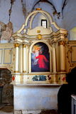 法坛 废墟 在被加强的中世纪撒克逊人的福音派教会里面在村庄Felmer, Felmern,特兰西瓦尼亚,罗马尼亚 免版税库存图片