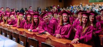 法学院学生在年颁奖仪式结束时 免版税库存照片