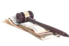 法官惊堂木和印地安货币卢比钞票 图库摄影