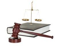 法官惊堂木和法律书籍 库存照片