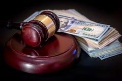 法官或拍卖人被隔绝的惊堂木或锤子 免版税库存照片