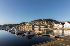法尔松,从海洋的看法,小城市在挪威 库存照片
