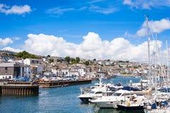 法尔茅斯镇和港口小游艇船坞从在远处 免版税库存图片