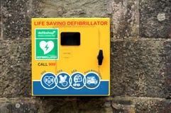 法尔茅斯,康沃尔郡,英国- 2018年4月12日:救生Defibrilla 库存照片