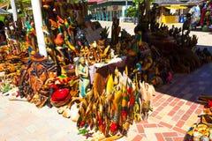 法尔茅斯,牙买加- 2018年5月02日:卖纪念品的摊贩对游人 免版税图库摄影