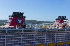 法尔茅斯,牙买加- 2018年5月02日:游轮由迪斯尼游览线路的迪斯尼幻想在法尔茅斯,牙买加靠了码头 免版税图库摄影