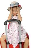 织法帽子和太阳镜的小亚裔女孩坐拥抱 库存图片