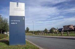 法庭精神病学的中心的阿尔梅勒的彼得Baan广告牌荷兰2018年 打开在移动从乌得勒支以后向Al 免版税库存照片