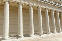 法律和正义柱子  免版税图库摄影