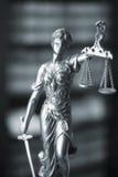 法律图书馆法律雕象Themis 免版税库存图片