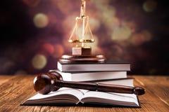法律代码和惊堂木 库存图片