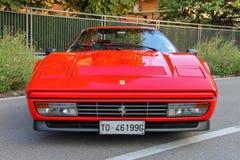 法拉利汽车的陈列在斯皮兰贝尔托,意大利街道上的  库存图片