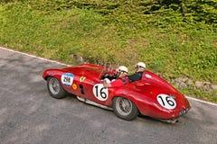 法拉利750蒙扎蜘蛛Scaglietti (1954)在Mille Miglia 2016年 库存图片