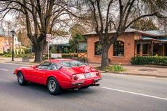 法拉利365 GTB 4在街道上的Daytona在Hahndorf 图库摄影