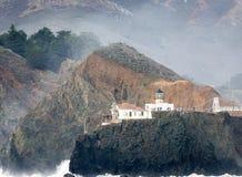 法拉隆群岛灯塔在离旧金山的附近海岸Farallon海湾的在一个晴天 免版税库存照片