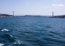 法提赫苏丹在Bosphorus海峡的穆罕默德桥梁在伊斯坦布尔 免版税图库摄影