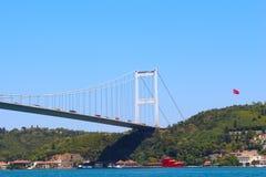 法提赫苏丹穆罕默德桥梁和海在伊斯坦布尔,土耳其 免版税库存图片
