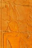 法老王在Hatshepsut寺庙的墙壁细节 免版税库存照片