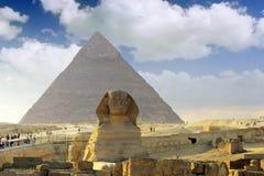 法老王胡夫金字塔和狮身人面象。 库存图片