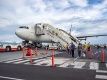 法航在Fa `的波音B777 ` Ä 国际机场,帕皮提,塔希提岛,法属玻里尼西亚 库存图片
