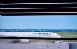 法航航空器在巴黎夏尔・戴高乐CDG机场停止了 库存照片