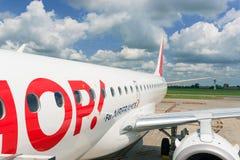 法航蛇麻草喷气机飞机在Boologna机场 免版税库存图片