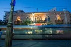 贾法角路是其中一条最长和最旧的主要街道在耶路撒冷 库存照片