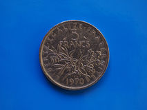 5法郎硬币,在蓝色的法国 免版税图库摄影