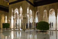 法院加州桂(Patio de los Arrayanes),阿尔罕布拉宫 格拉纳达 免版税图库摄影