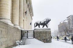 法院大楼在索非亚,保加利亚用雪盖了 图库摄影