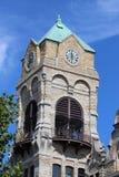 法院大楼时钟 免版税库存照片