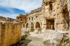 法院Hexagonale,贝卡谷地,巴勒贝克,黎巴嫩古老被破坏的墙壁  免版税图库摄影