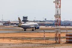 法鲁,葡萄牙- Juny 18日2017年:英国航空飞行飞机着陆在法鲁国际机场 免版税库存照片