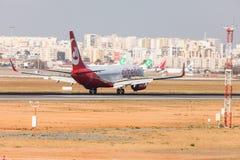 法鲁,葡萄牙- Juny 18日2017年:Airberlin飞行在法鲁国际机场的飞机着陆 图库摄影